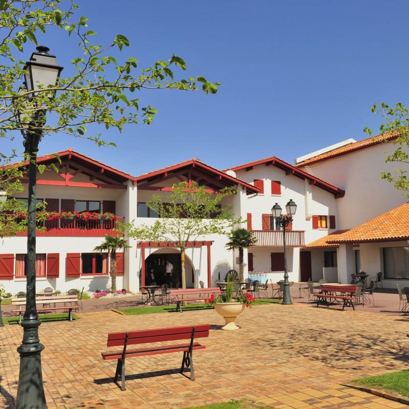 Pension compl te demi pension club gu thary for Hotel demi pension